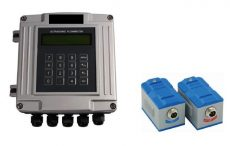 RONAflow RFL-2000F csőre szerelhető ultrahangos áramlásmérő készlet, fali kivitel